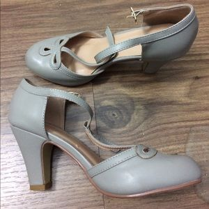 Grey Journee Collection 1920s T-Strap Heels 6