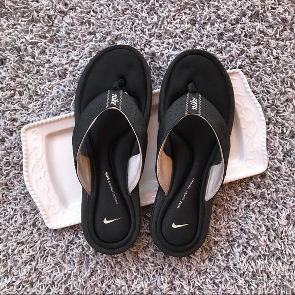 7fe0ecb618d1 Nike women s gel bottom thong flip flops size 10. M 59b19c8456b2d62d1a014680