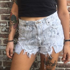 Destroyed Levi's High Waist Short