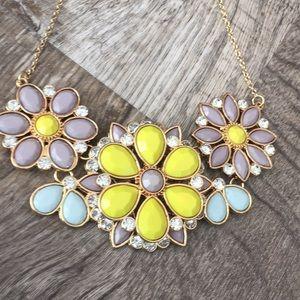 Jewelry - Large rhinestone flower necklace nwt