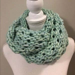 Accessories - New! Thick Hand Knit Mint Scarf