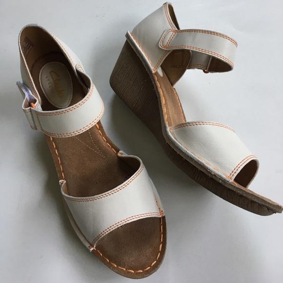 09e9891da4a Clarks Shoes - EUC Clarks leather wedge sandals