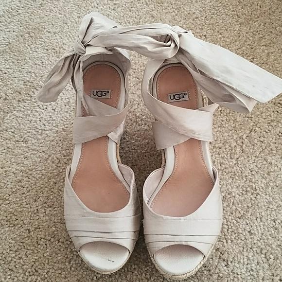 1221b925ae60 Ugg Jules Platform Wedge Sandals. M 59b1b5c8b4188e0185003119
