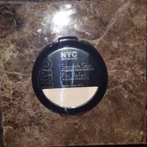 NYC Smooth Skin Pressed Powder-Translucent