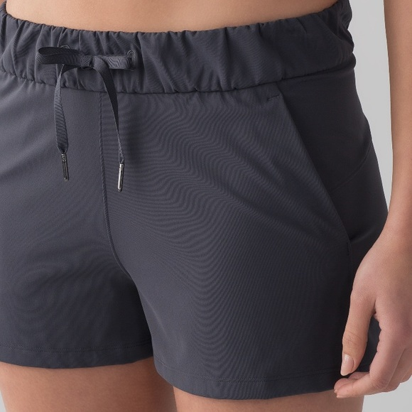 74cf18123 NWT BLUE TIED LULULEMON ON THE FLY SHORTS --Size 2