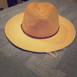 Accessories - NWT hat