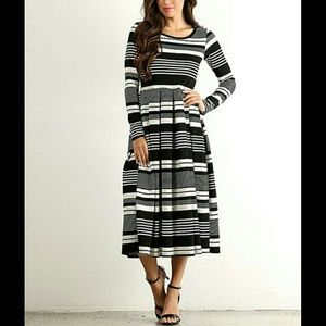 Dresses & Skirts - 🌟1 MD LEFT✴BLACK STRIPE LONG SLEEVE MIDI DRESS✴