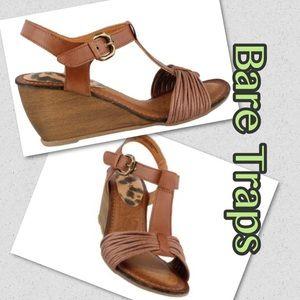 NWOT Bare Traps Imber sandals