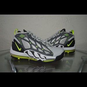 the best attitude ba72b 07a5a Nike Shoes - Nike Air Max Pillar
