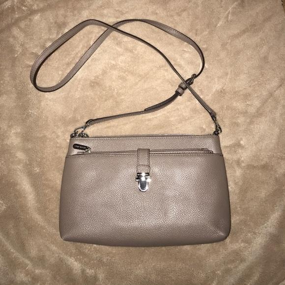 24cced16530f Michael Kors Large Mercer Leather Crossbody Bag. M 59b214b85a49d07b6101c8f1