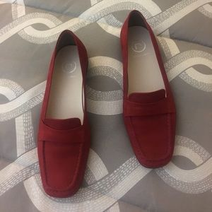 NWOTs Red Suede Rockport Flats
