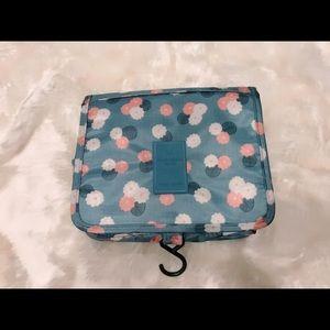 Traveling cosmetic bag