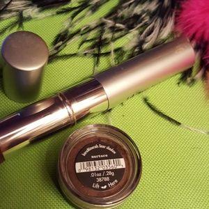 bareMinerals Makeup - I.d. Bare minerals weightless powder.