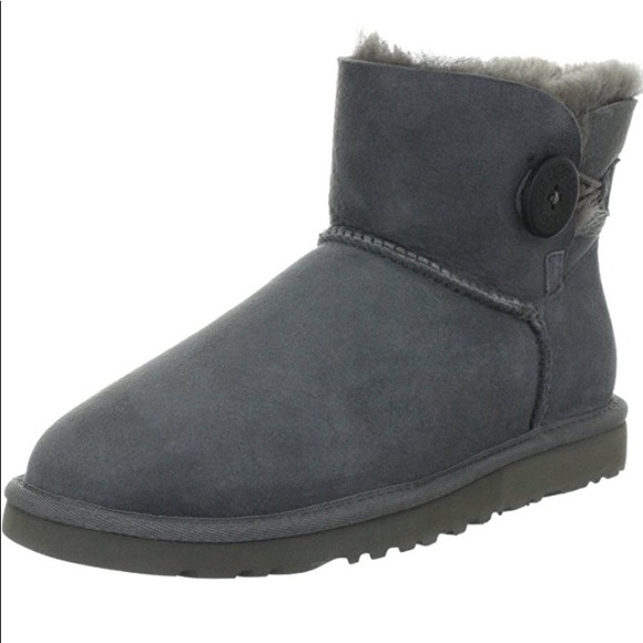 Mini bailey button low top UGG boots