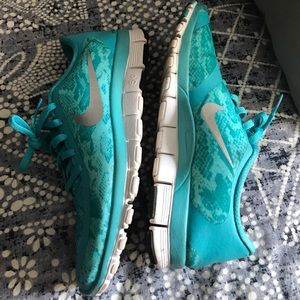 Nike Shoes - Excellent condition Women's Nike Free 5.0 V4