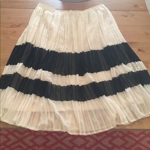 Cute pleated white and black skirt