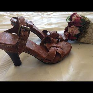 Amaazingly beautiful Burberry Strap heels!