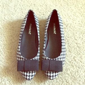 New black & White houndstooth flats size 7.5