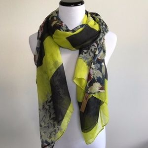 Accessories - NWT yellow and blue floral scarf