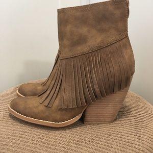 Shoes - 🎉HOST PICK!! 🎉BRAND NEW! Tan Boho Fringe Booties
