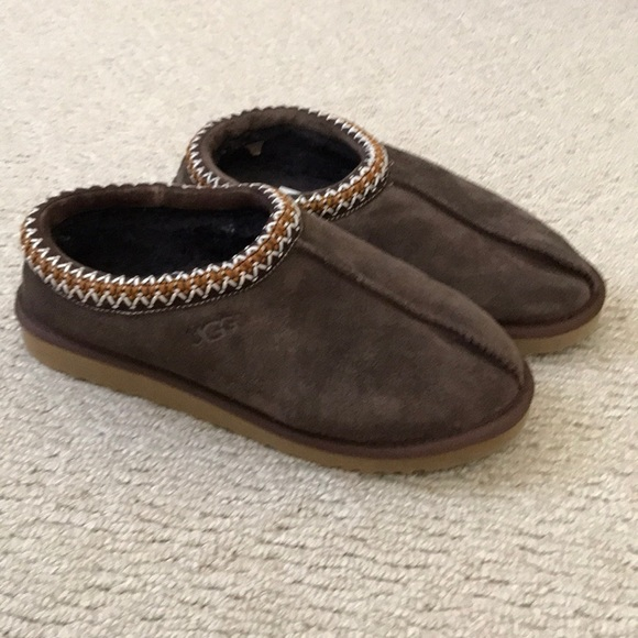 305d7a3478f Gently worn UGG slippers - men's or women's!