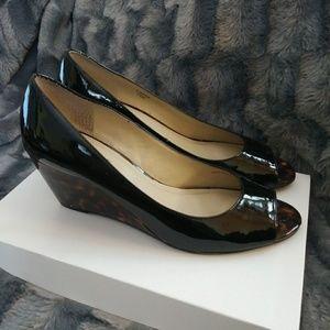 Ellen Tracy black/tortoise Wedge pumps. Gorgeous.