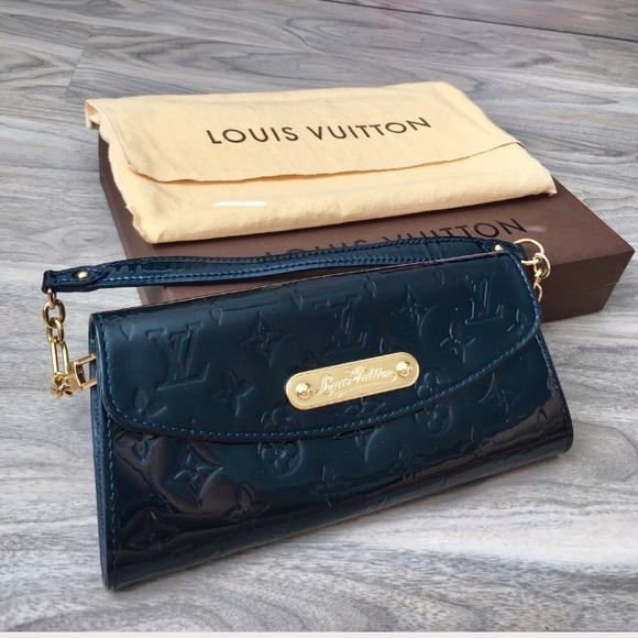 5d629f49265fc Louis Vuitton Handbags - Price firm Louis Vuitton Sunset Boulevard clutch