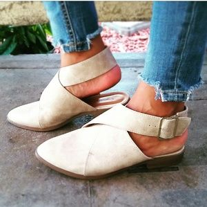 🆕//The Patsy// Stone criss cross buckled Flat