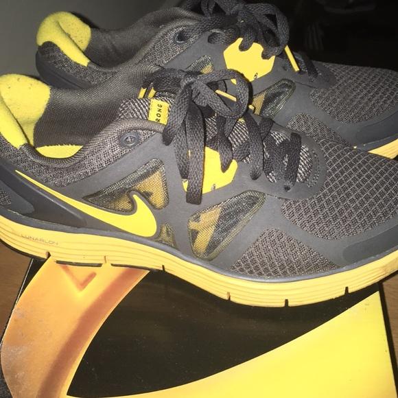 e3e3e2e1feed Nike lunarglide LIVESTRONG Lance Armstrong sz 7. M 59b321eb2de512f3750466aa