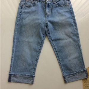 [Levi's] 515 Capri Cuffed Blue Jeans  size 6