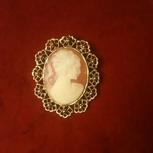 Jewelry - 🤹♀️Vintage Brooches-