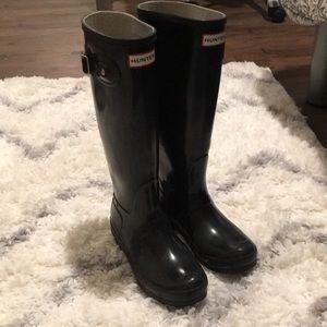 Black gloss hunter boots