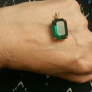 Jewelry - Emerald green crystal&  pendant