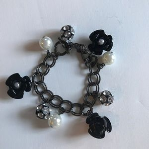 Jewelry - 🌸Black, crystal and pearl bracelet🌸