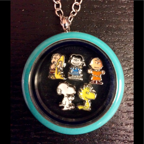 The biggest question is always...how many charms can it hold. Here ...   580x580