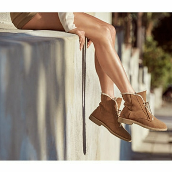 c33b5c89239 UGG Quincy Lace-Up Boots NWT