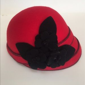 Accessories - VINTAGE • Red/Black Hat 1940's