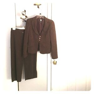 2pc cropped pants w/matching jacket GREAT cond‼️