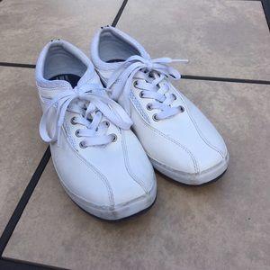 3e13fea8e9621 ... vintage white keds ...