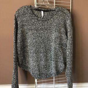 Kensie cropped black/white knit sweater