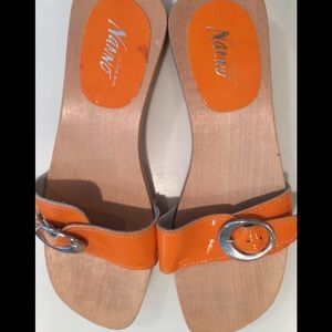 Mango wooden orange patent leather sandals