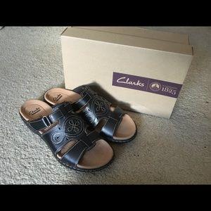 Clarks 🎃 Black sandals size:8