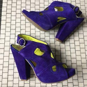 Like new! Bright fun chunky platform heel size 8.5