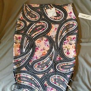 ** SOLD** Bisou Bisou patterned pencil skirt