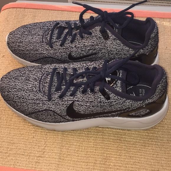 0cda482b9c2 Nike Women s LD Runner LW Shoes. M 59b471ff6d64bc8a1301aff4