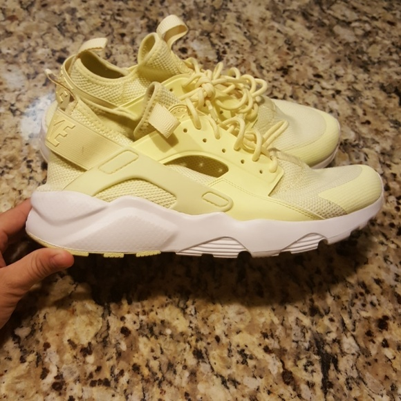 11d6a3e4b04c4 MENS NIKE AIR HUARACHE RUN ULTRA  833147-701. M 59b4a09d4127d0585a026c14