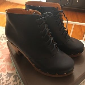 BRAND NEW Hot NYLA Navy Lace-Up Ankle Boots!