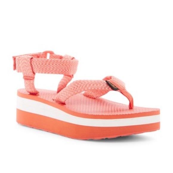17a32dffba6 Teva Women s Flatform sandal. M 59b4ac7b78b31cbe0a02c2c6