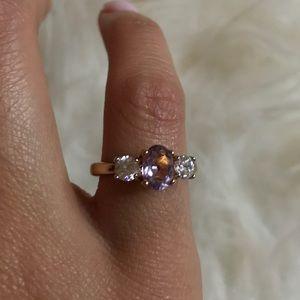 Jewelry - Three stone ring