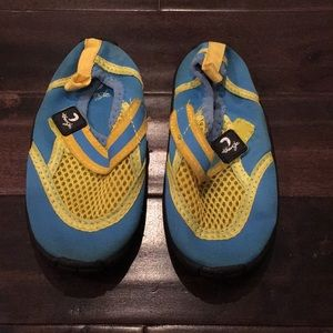 🔴🆕 BOGO Velcro strap slip on water shoes size 8
